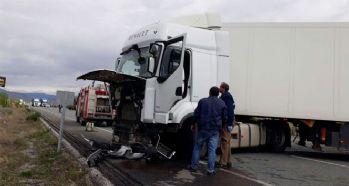 Trafik kazası; 2 ölü, 3 yaralı