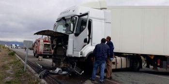 Erzincan'da trafik kazası; 2 ölü, 3 yaralı
