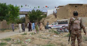 Pakistan'da bombalı saldırı: 25 ölü