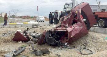 Uşak'ta feci kaza! Bu araçtan sağ çıktı...