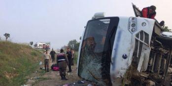 Trafik kazası meydana geldi, 17 yaralı