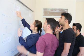 Hakkari Üniversitesinde raporlama eğitimi