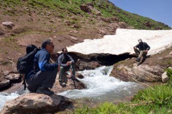 Yüksekova dağları ziyaretçilerini bekliyor