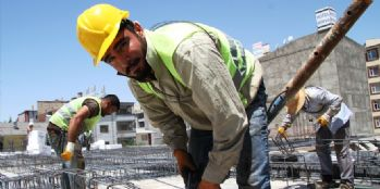 İnşaat işçilerinin zorlu Ramazan mesaisi