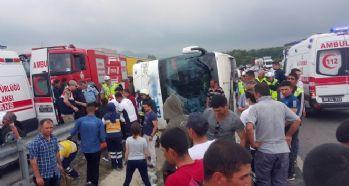 Acemi erleri taşıyan otobüs devrildi