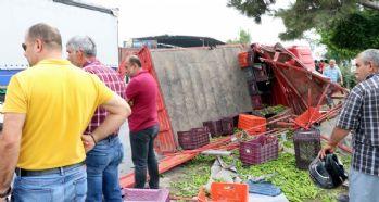 Kamyonet kaza yaptı: 3 ölü, 5 yaralı