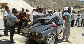 Otomobil ile hafif ticari araç çarpıştı: 15 yaralı
