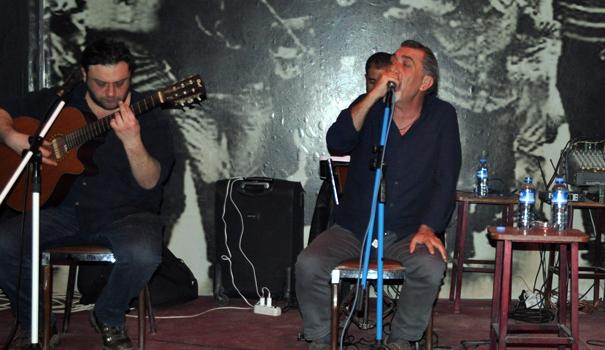 Cevdet Bağca Yüksekova'da konser verdi