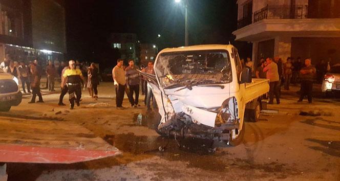 Kamyonet ile otomobil çarpıştı: 5 yaralı