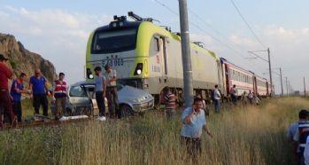 Kütahya'da raybüsle otomobil çarpıştı: 1 ölü, 3 yaralı