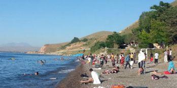 Van Gölü sahilleri Antalya'yı aratmıyor