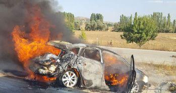 Bariyerlere çarpan araç alev topuna döndü: 1 ölü