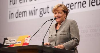 Merkel seçim çalışmalarına başladı