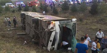 Yolcu otobüsü şarampole uçtu! Çok sayıda ölü ve yaralı var