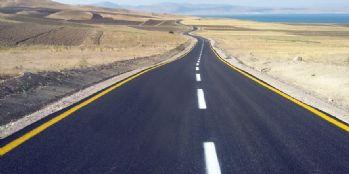 Van Büyükşehir Belediyesi üç mahalleyi asfaltla birbirine bağladı