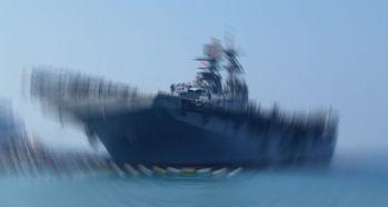 ABD savaş gemisi ile petrol tankeri çarpıştı: 10 asker kayıp