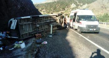 Mevsimlik işçileri taşıyan minibüs takla attı: 1 ölü, 9 yaralı