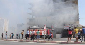 Apartmanın zemin katındaki yangın korkuttu