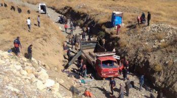 Yüksekova'da kaza: Çok sayıda yaralı var