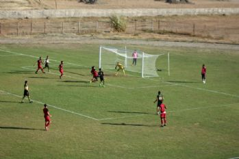 Yüksekova Belediyespor, Muş Spor FC'yi 2-0 Yendi