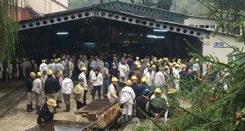 İşçiler kendilerini madene kilitledi