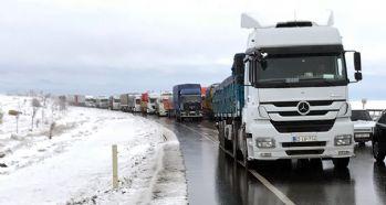 Kar yağışı karayollarında etkili oluyor