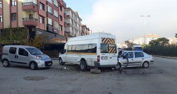 Öğrenci servisi kaza yaptı: 4 yaralı