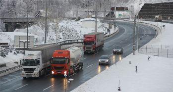 Bolu'da kar yağışı etkisini azaltıyor