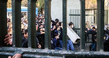 İran'daki protestolarda ölü sayısı 10'a yükseldi!