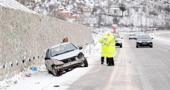 Buzlanma kazalara yol açtı: 5 yaralı