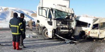 Van'daki kazada hayatını kaybedenler toprağa verildi