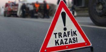 Yolcu minibüsü ile hafif ticari araç çarpıştı: 10 yaralı
