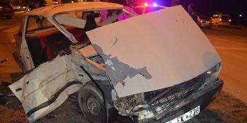 İki otomobil çarpıştı: 2'si ağır 3 yaralı