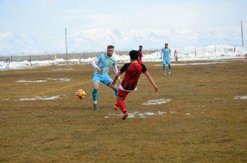 Yüksekova Belediyespor, Siirt İl Özel İdarespor'a 2-1 yenildi