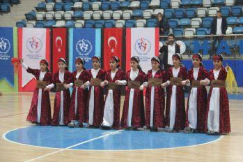 Hakkari'de Kulüpler Arası Halkoyunları Yarışması