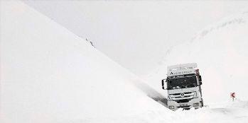 Van-Bahçesaray yolunda karla mücadele