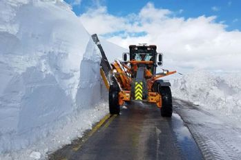 Kar nedeniyle kapanan yollar açılıyor