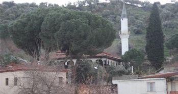 233 yıllık köy camisi görenleri şaşırtıyor