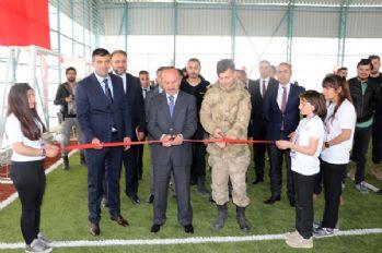 Yüksekova'da TÜBİTAK destekli bilim fuarı açıldı