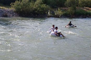 Kato Dağı eteklerinde pet şişeli rafting
