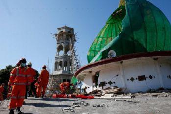 Endonezya'daki depremde ölü sayısı 387 oldu