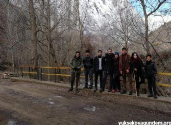 Yüksekova'nın Karlı Dağlarında Doğa Yürüyüşü