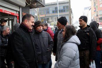 Hakkari'de vatandaşlar Vali'ye yüksek elektrik faturalarını sordu