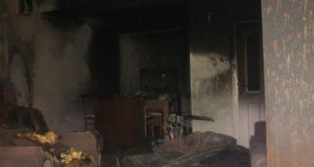 Ev yangınında dumandan etkilenen 2 kişi hastaneye kaldırıldı