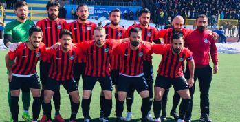 Yüksekova Belediyespor, Bitlis Güzelderespor'u 2-1 yendi.