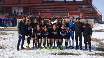 Yüksekova Kadın Futbol Takımı, Siirt Hasbey'i 3-1 mağlup etti