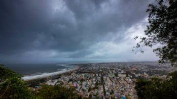 Fani kasırgası geliyor: Hindistan'da 800 bin kişi tahliye ediliyor