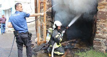 Kömür dolu tarihi evde yangın çıktı