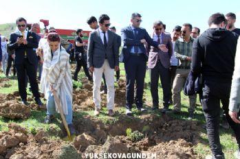 Yüksekova'da 1000 fidan toprakla buluştu