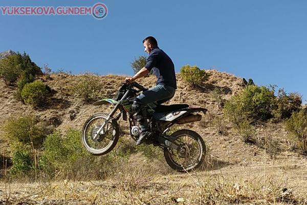 Hakkarili genç, motokros yarışlarına katılmak istiyor